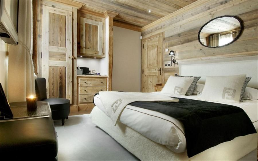 cozy-bedroom-equipped-with-a-white-bed-oval-mirror-mounted-above-the-bed-headboard-wall-mounted-bedside-lamp-black-chair-a-tv-a-cabinet-and-wooden-cupboard.jpg (900×562)