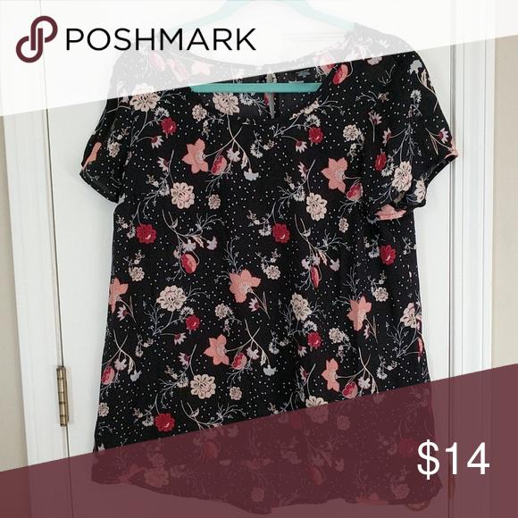 af95af7cbbb Floral high-lo blouse Torrid Floral high-lo blouse Brand  Torrid Size  00  Color  Soft black with floral print torrid Tops Blouses
