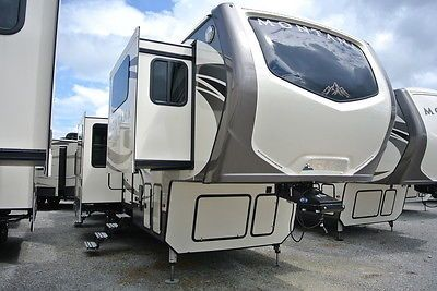 Rvs: 2017 Keystone Rv Montana 3710/3711Fl 6 Slides!! Front Living