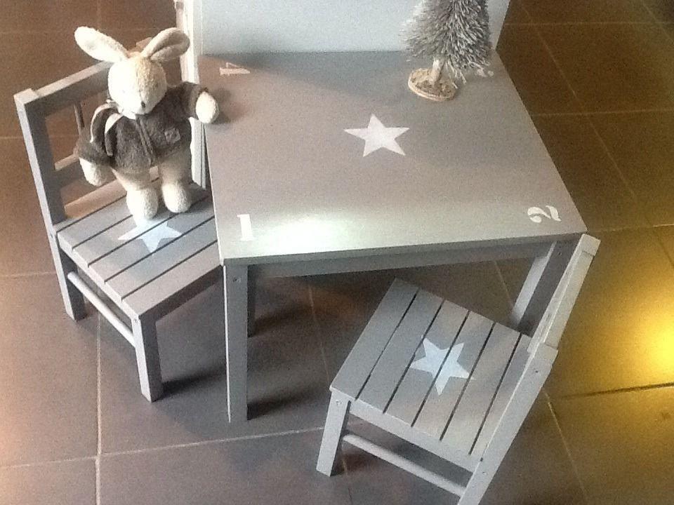 meuble ensemble table et 2 chaises en bois pour enfants patin taupe chambre d 39 enfant de b b. Black Bedroom Furniture Sets. Home Design Ideas