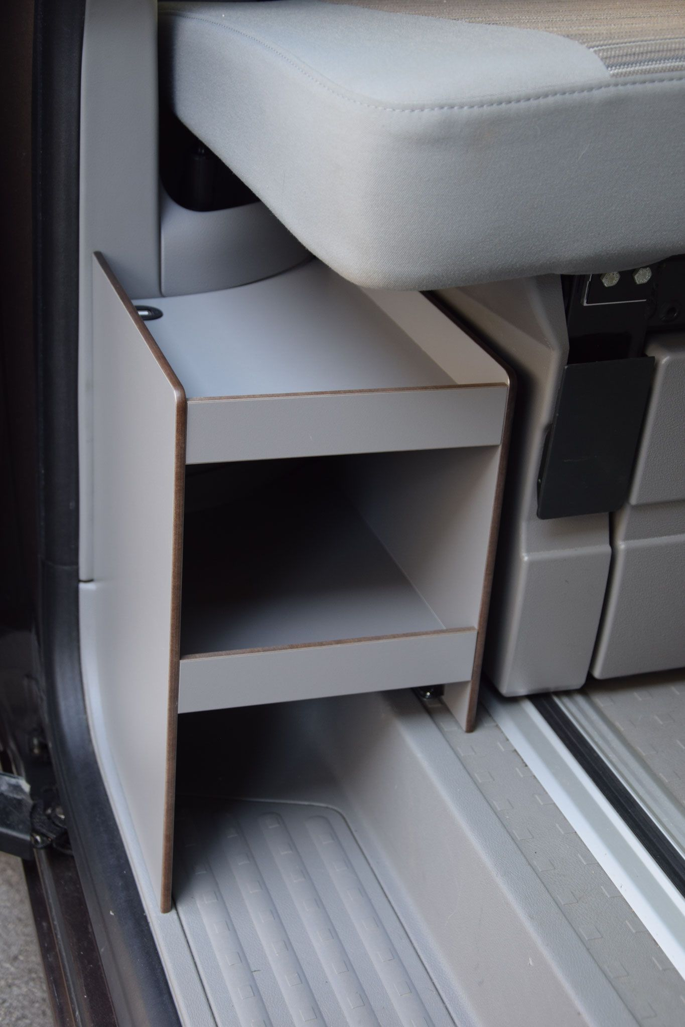Photo of CaliSideBoard – calisolar.ch VW California solar system, rear pull-outs and more
