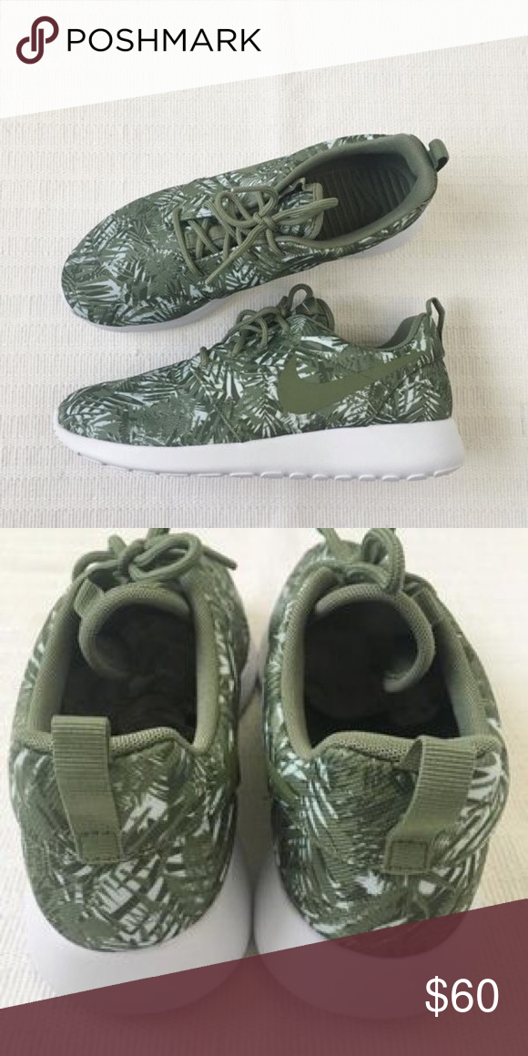 5757e1a393385 Women s Nike Roshe One Print Sneakers 🌴 Women s Nike Roshe One with Palm  Leaf print! Only worn once and in great condition 🌴 Boasting an ultra  comfortable ...
