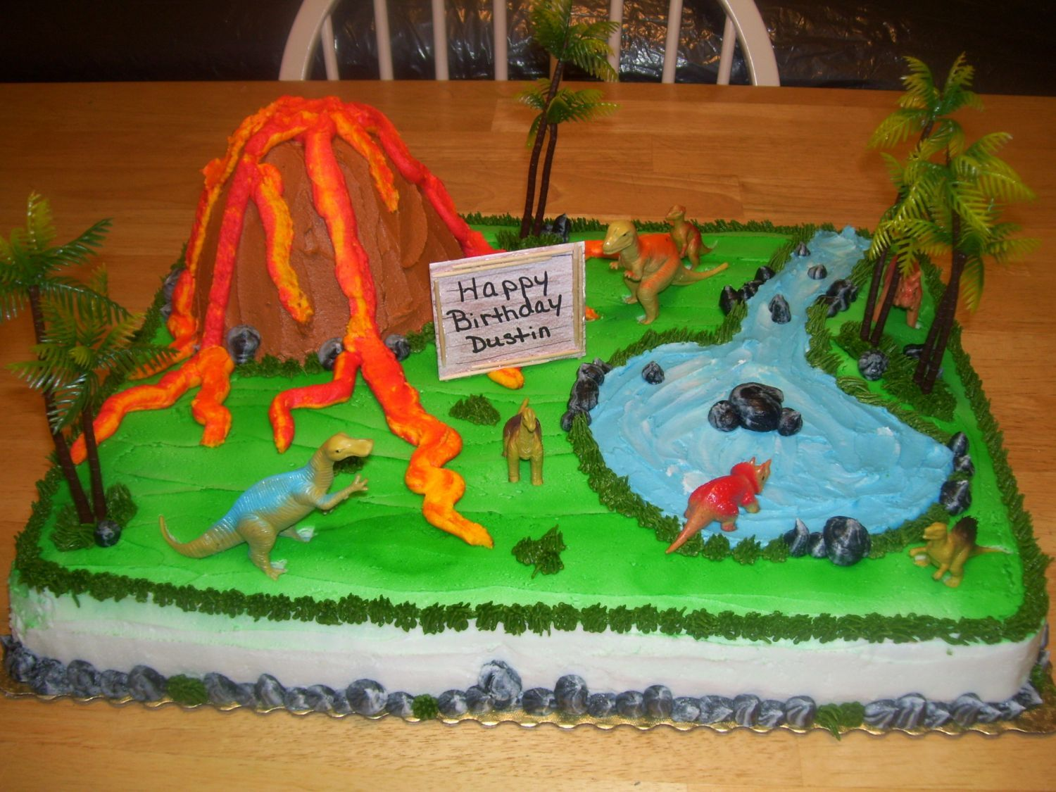Dinosaur Birthday Cake Decorating Ideas : Dinosaurs - This is a 1/2 sheet cake decorated in ...