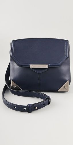 8c66b58e9 Moda · Can't help but love a navy bag. Alforjes, Bolso, Bolsas,
