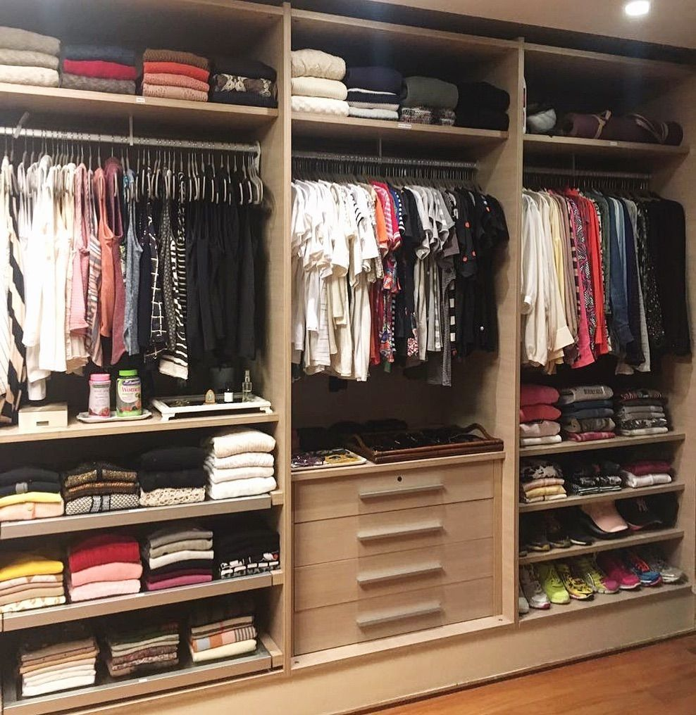15 Incredible Small Walk-in Closet Ideas & Makeovers  Schrank