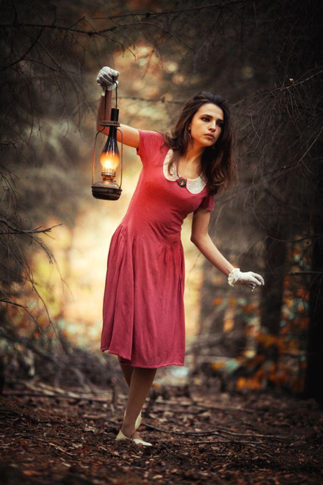 Девушка с фонариком картинки