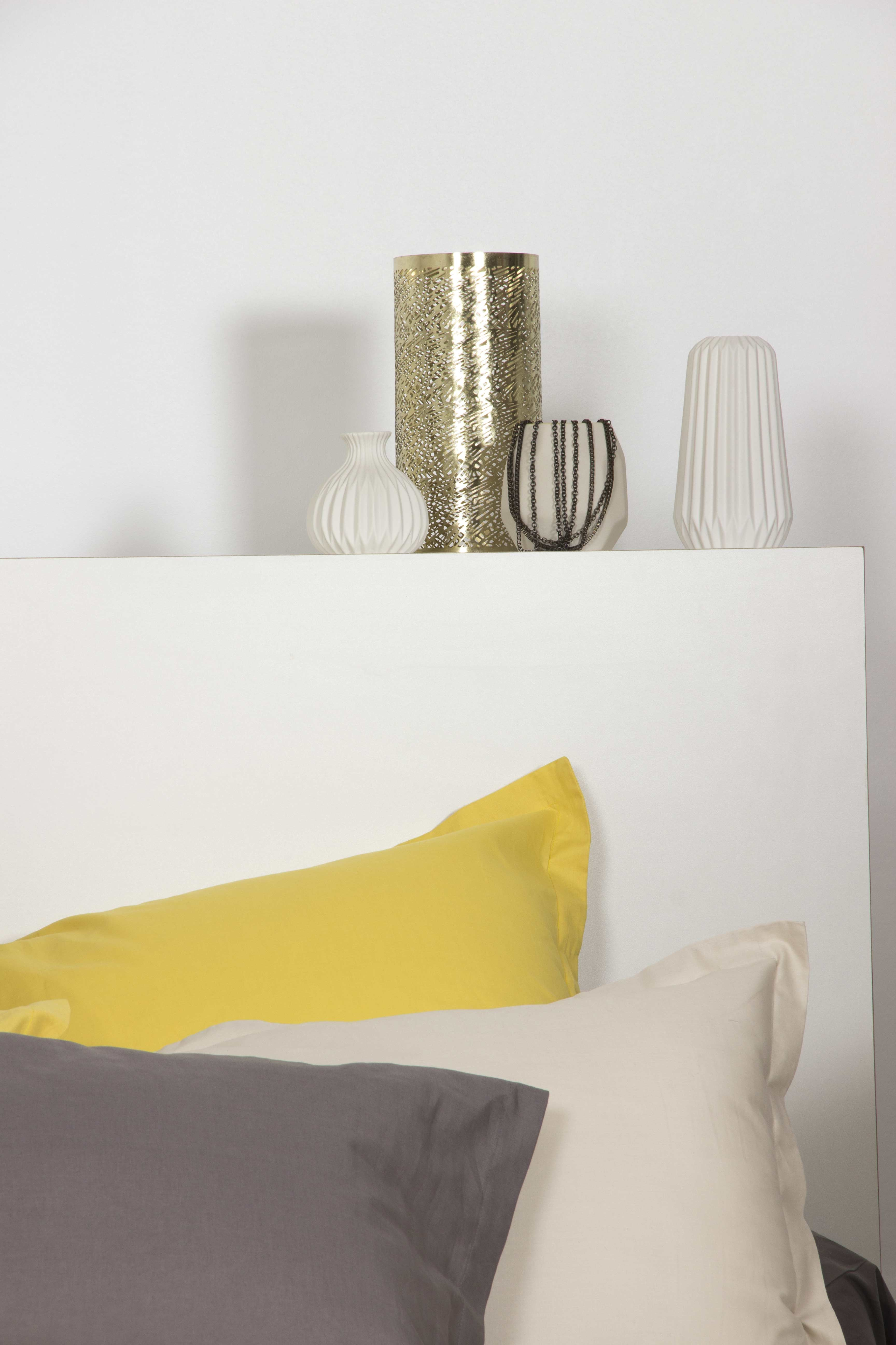 Idée déco pour une chambre colorée - Coussins de couleur jaune ...