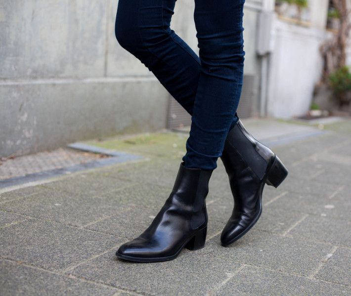 Outfit The Perfect Chelsea Boots With A Braid Crown Chelsea Boots What I Wore Boots