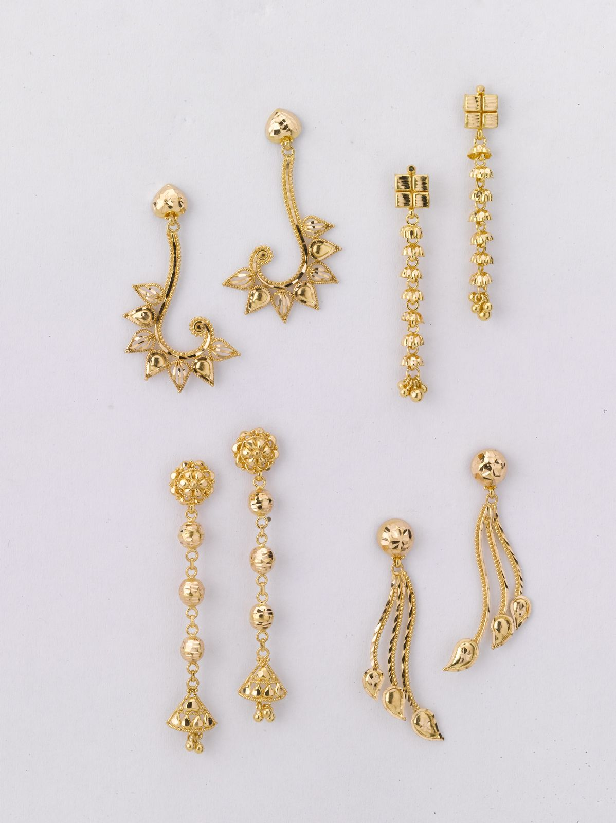 earring 18 prices from left to right a 4 500 gm rs 16100 b