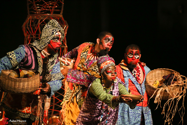 """Os destaques ficam para """"Bululú – histórias da invenção do mundo"""", do Grupo Toca de Teatro; """"Exu – a boca do universo"""" e """"Antes da chuva"""", que encerram a programação do Palco Giratório."""