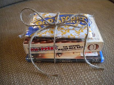 Super cute gift idea and super cheap! :) My favorite kind of gift...maybe do a Redbox gift card instead of the DVD?