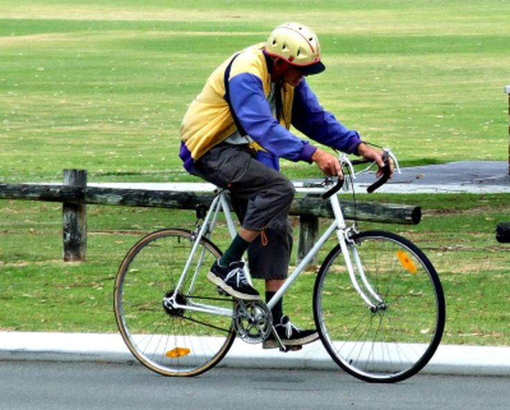 Learn to ride a bicycle in an adult cycling class