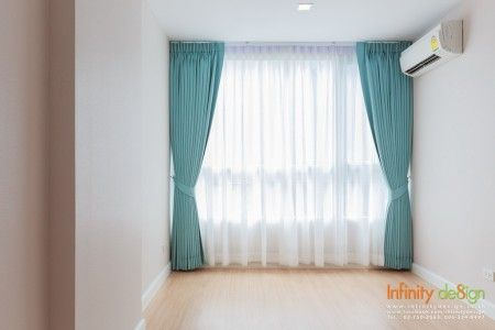ห้องนอนกับม่านจีบโทนสีฟ้า @ Mayfair Place สุขุมวิท 64