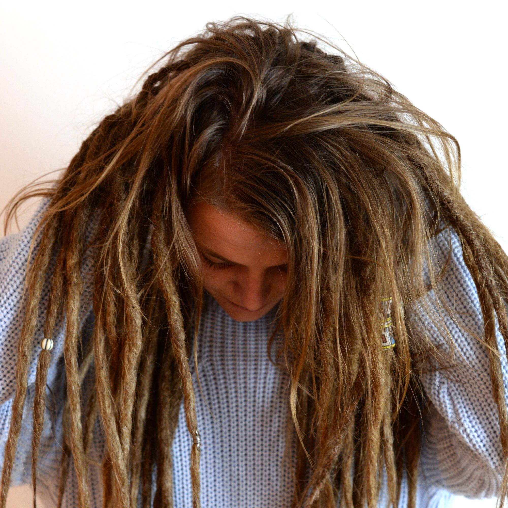 If you want to try a more loose look when it comes to dreadlocks it's possible to jut dread parts of your hair. Here is a pic of @sofiaalindblom showing her hair with mixed loose hair and dreads.