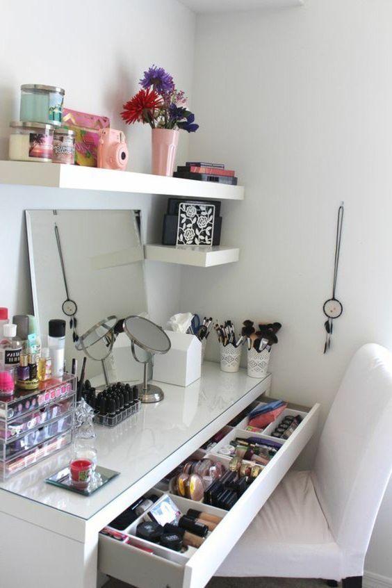 52 Idees De Rangement Make Up En Photos Et Videos Rangement Makeup Idee Rangement Boite Rangement Maquillage