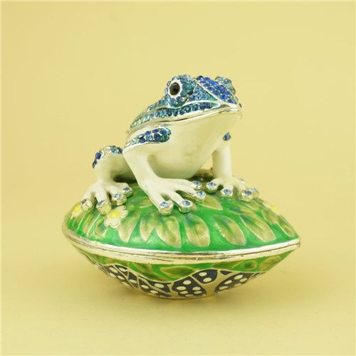 Pewter jewelry box Frog shape jewelry box This frog jewelry box is