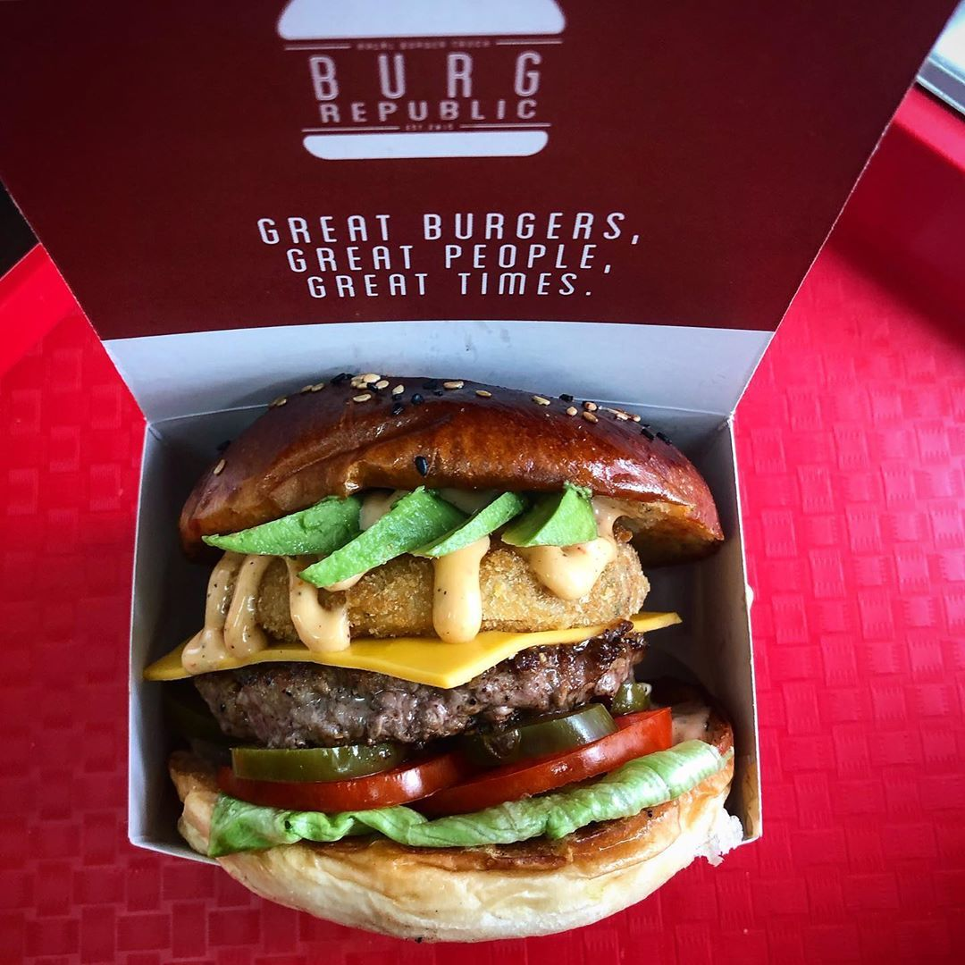 Signature Burger Add Cheese Avocado And Jalapenos Delivery Service On Foodpanda Line Man And Signature Burger Add Chees Halal Recipes Halal Burgers Grab Food