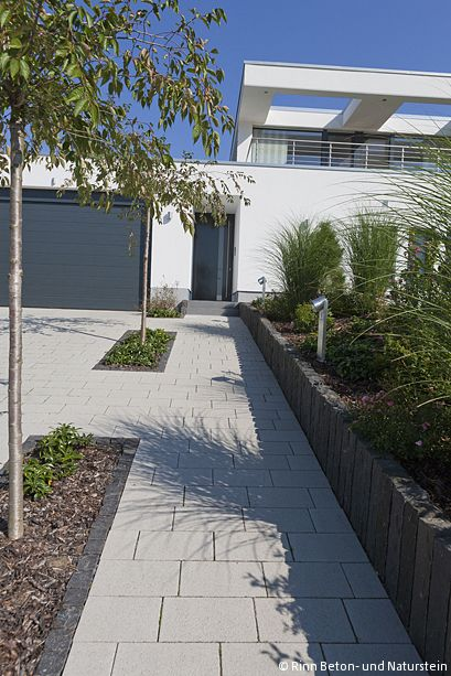 Photo of Siliton paving stones laid in the driveway. Separate plant beds