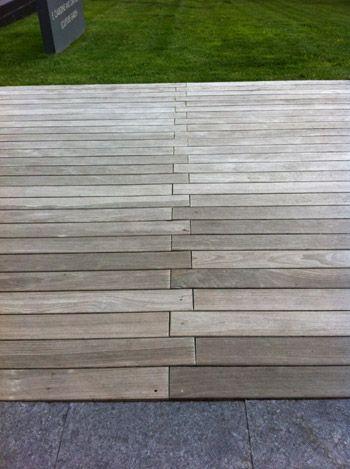 zipper seam cour jardin etroit idees de patio revetement palette bois