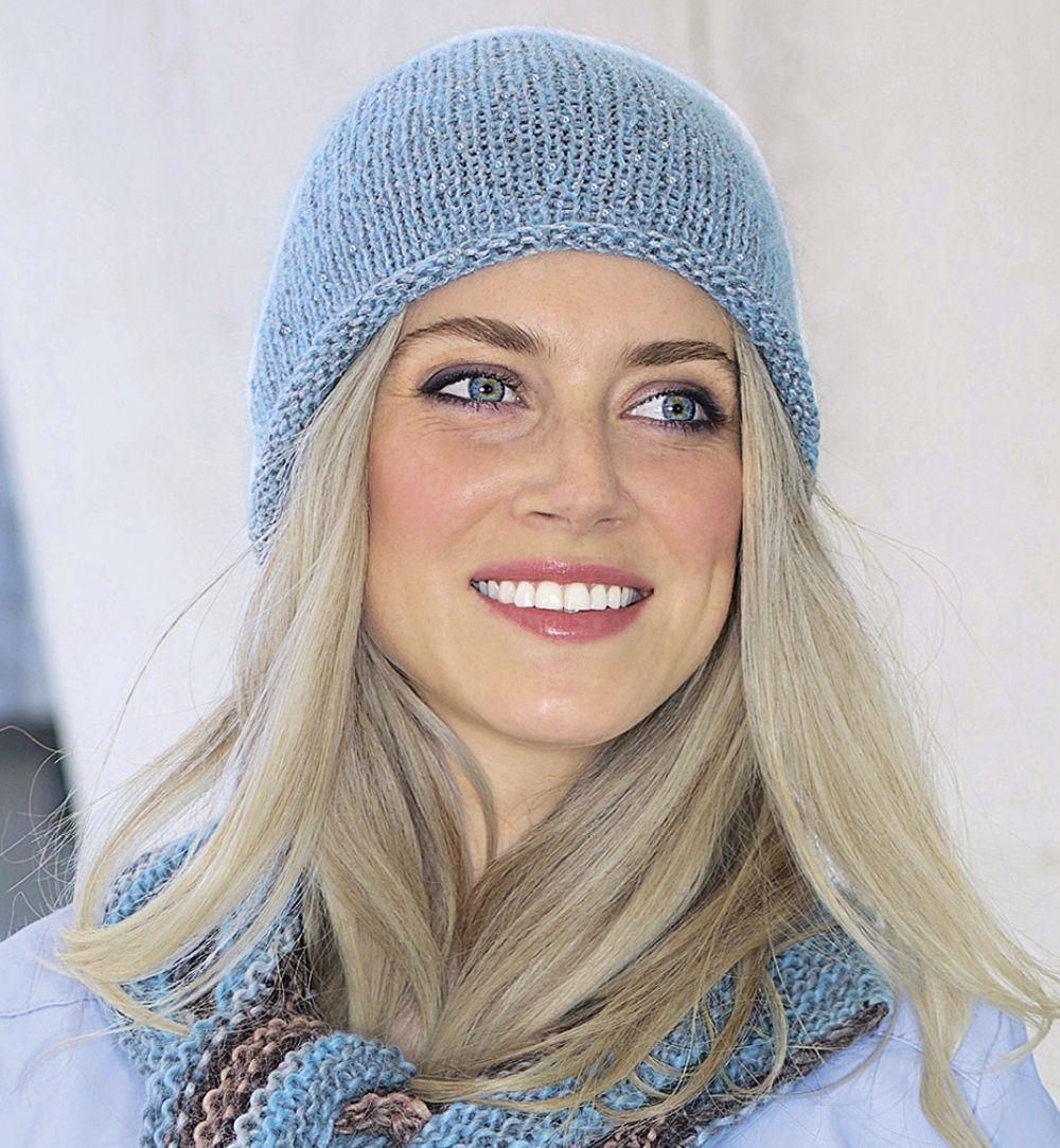 описание вязания на спицах голубой шапки из журнала Verena