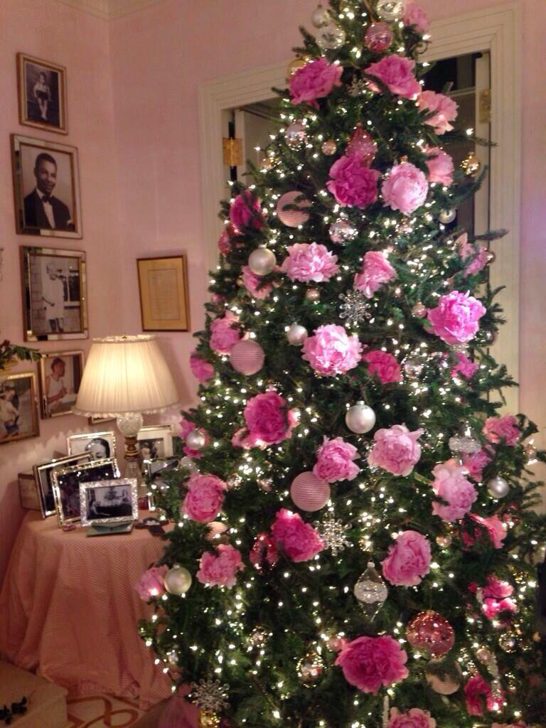 Pink christmas trees decorated - Mariah Carey S Pink Peonies Christmas Tree I Love This Tree