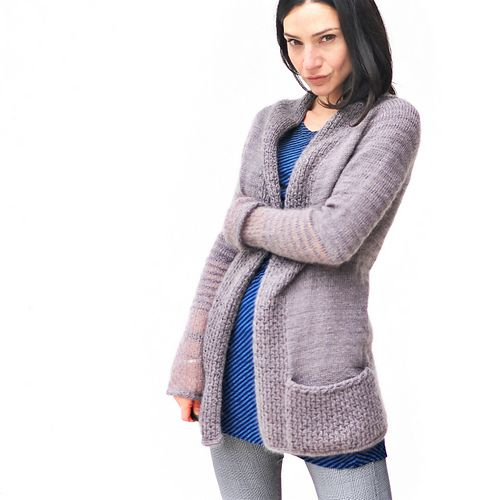 This ample Cardigan, named in honour of the ultimate dandy Beau Brummell, showcases subtle and understated details with it's textured striping where the material itself becomes the focus (exchanging a single yarn stripe with a stripe where both yarns are held together), a simple stitch pattern and decorative finishing.