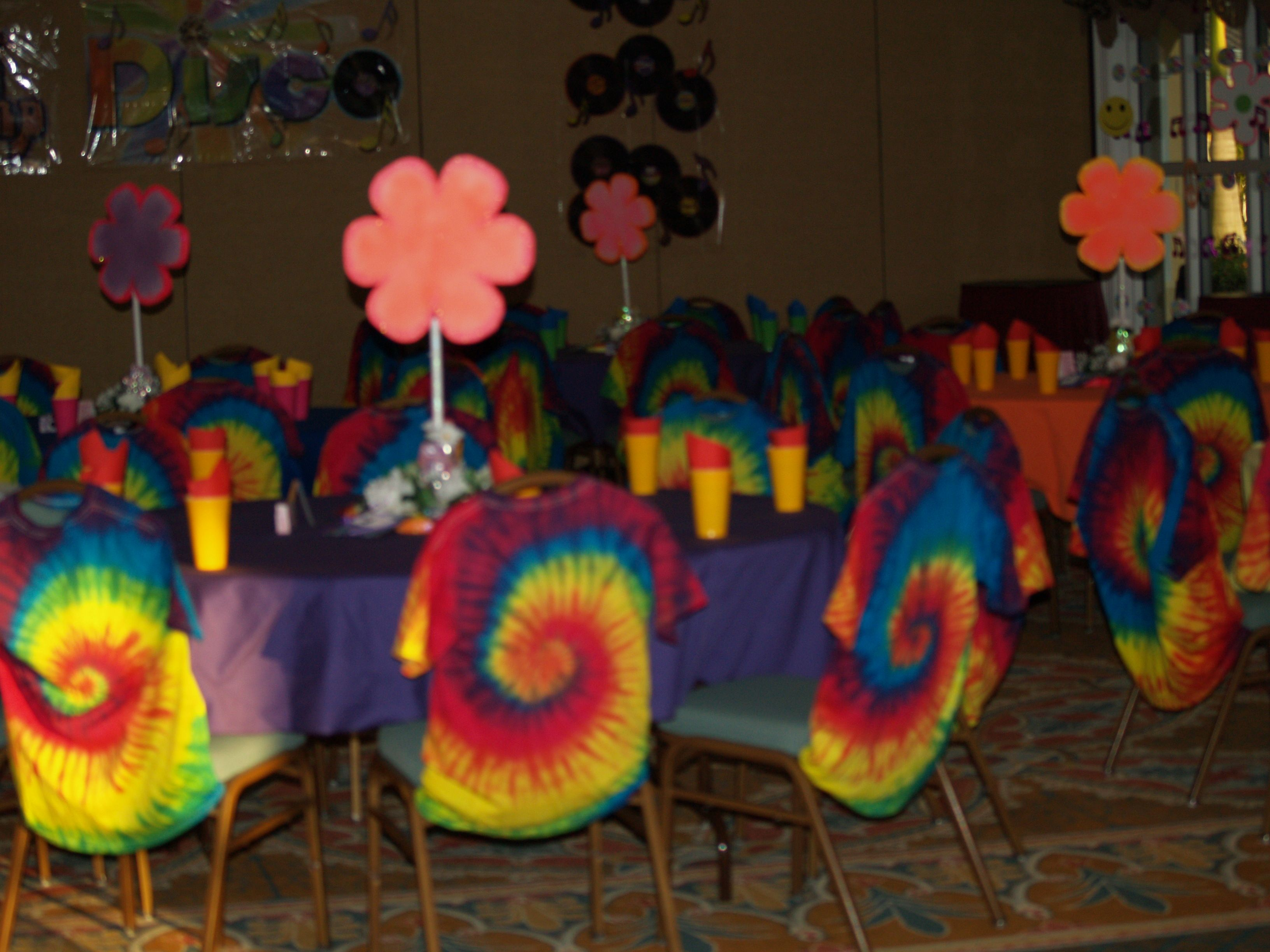 Pix for 70s party centerpiece ideas 70s party for 80 s table decoration ideas