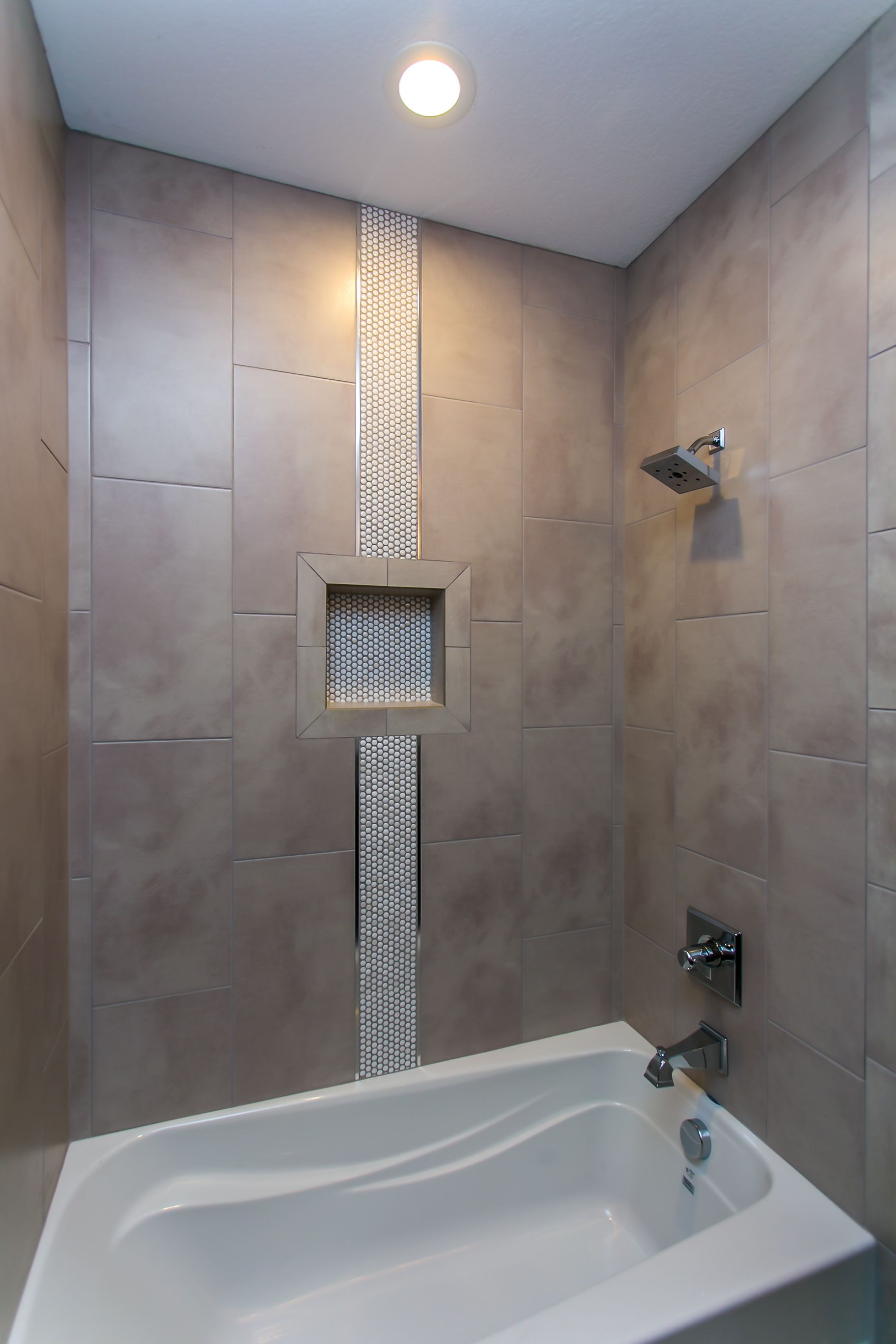 Just A Strip Of Accent Tile Is All That Is Needed To Make A Bold Prepossessing Bathroom Accent Tile Inspiration Design
