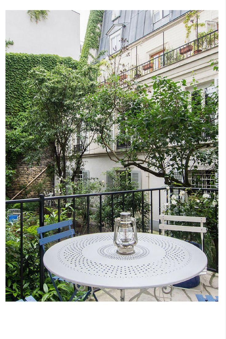 Oasis Of Calm Near The Eiffel Tower In Paris 15th Arrondissement Another Beautiful Lodgis Apartment Terrasse Mobilier Jardin Appartement Paris