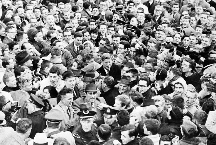 1961. 9 Janvier. Police and secret service struggle in vain to free President elect John F. Kennedy (center) from a surging mass of Harvard students in Harvard yard in Cambridge, Kennedy, normally a fast mover, was halted in his tracks when students broke through police barrier. He had to take refuge in a dormitory until police could bring a car to get him out. (AP Photo)