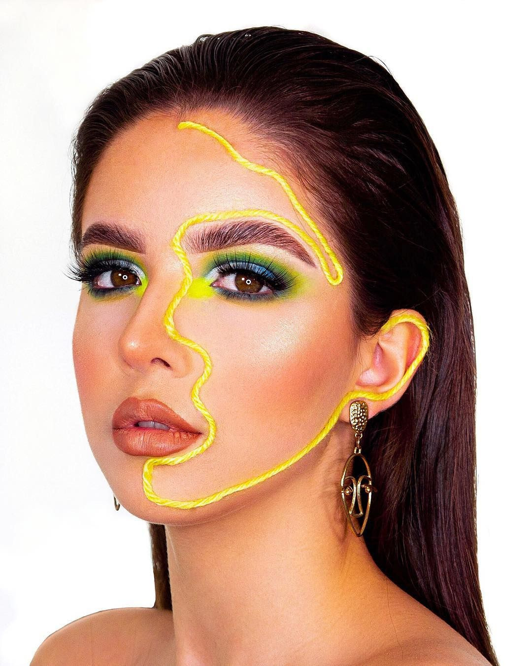 Pin by 𝓀𝒶𝓇𝒾𝓃𝒶 𝓈𝒽𝒶𝒽 on makeup in 2020 Artistry makeup