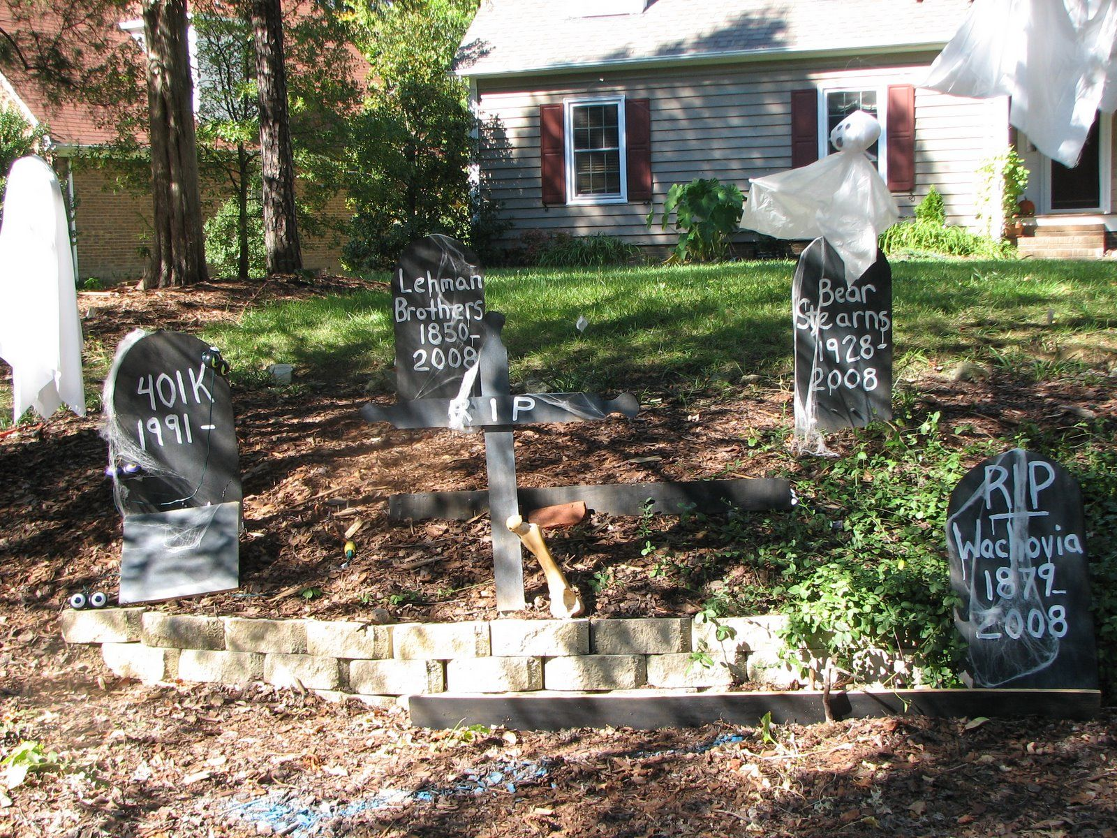 Some creative tombstones What would you write on them instead - halloween decoration ideas for yard