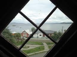 Resultado de imagen para imagenes mirando a traves de las ventanas