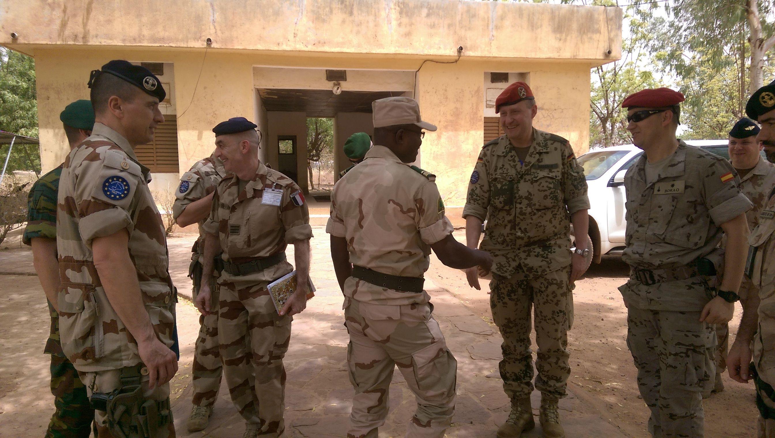 Visite de l'équipe Conseil au 26ème Bataillon des travaux du génie Reseña del Batallón d Asuntos Civiles del ejercito Project BAS I pasa llamarse BCIMIC http://wp.me/p3z9Pl-UA vía @segurpricat #BCIMIC #Mali