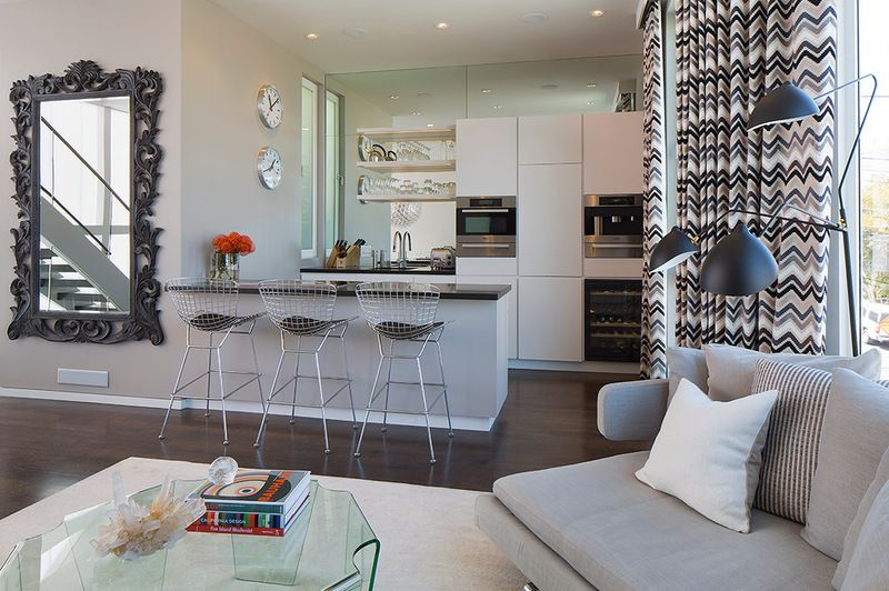 Love the curved lines of the mirror against the modern furnishings