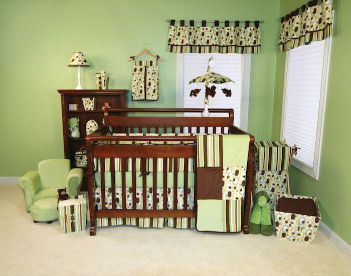 peinture-murale-vert-clair-marron-bois-brun-chocolat-chambre-bebe ...