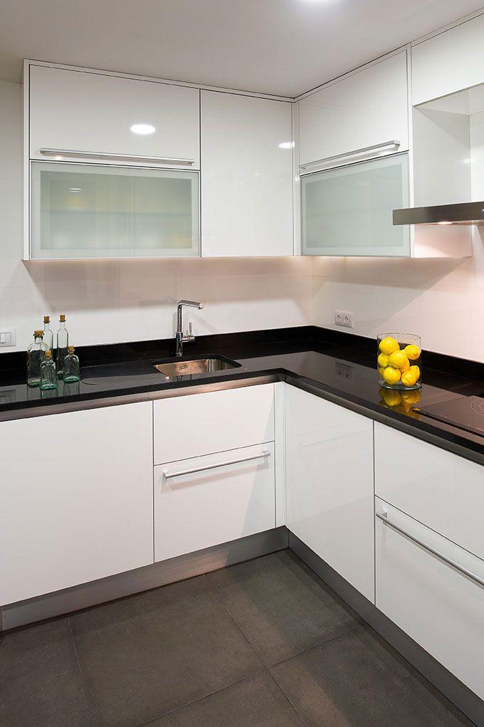 Decoracion moderno cocina encimeras estanterias for Grifos modernos