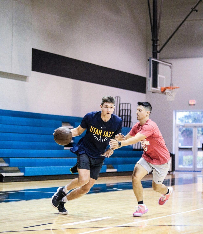 Dating eines College-Basketballtrainers