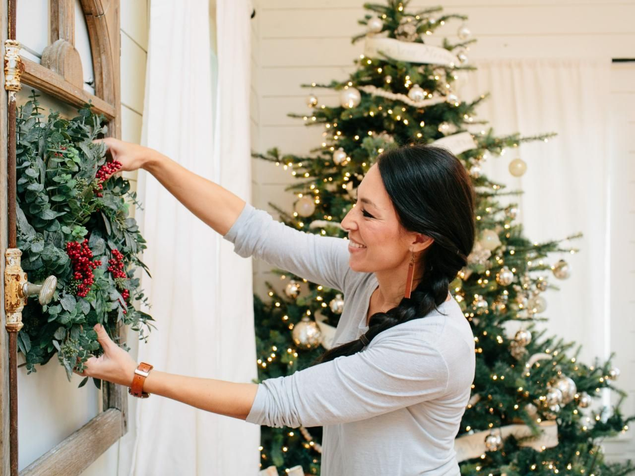 Joanna Gaines Farmhouse Christmas Decor Puts All The Warmth Into Holidays We Are