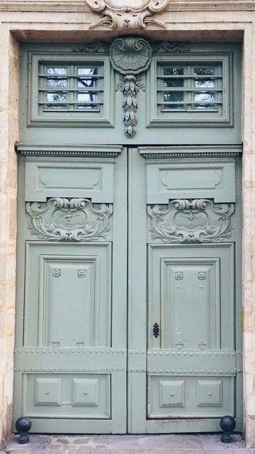 Quartier Le Marais, Paris. #paris #doors #lemarais
