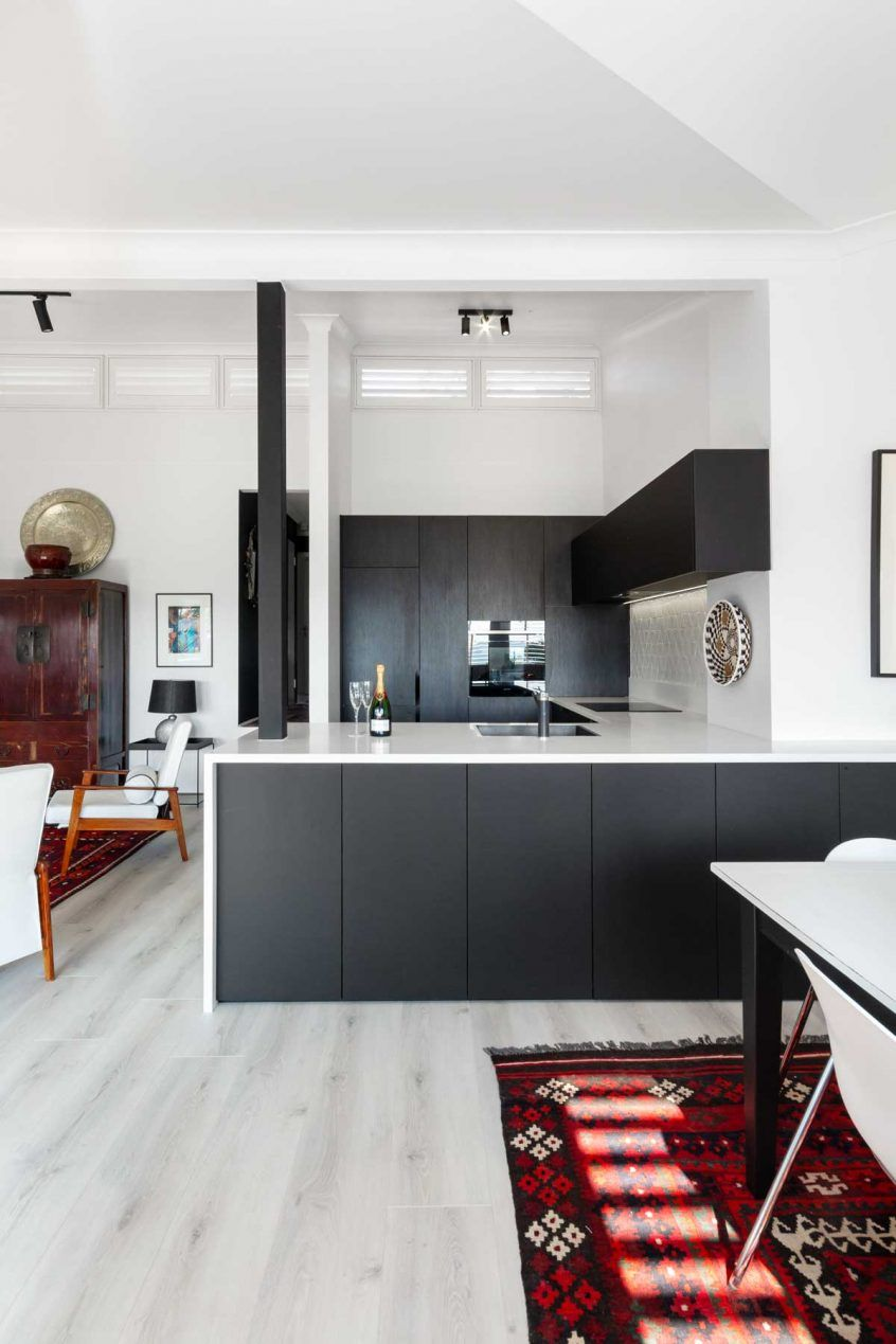 25 black kitchen cabinets that are not dull black kitchen cabinets kitchen ideas australia on kitchen cabinets not white id=67650