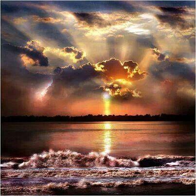 Luz dorada Mar Y cielo.