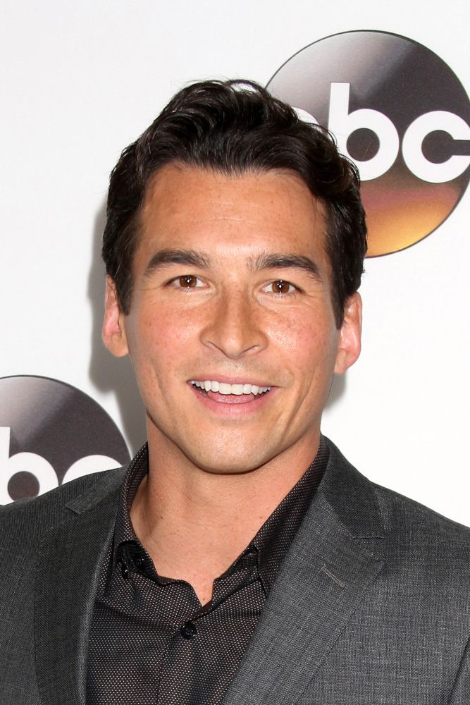The Catch Star Jay Hayden Has Joined Abcs Upcoming Greys Anatomy