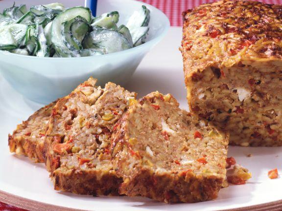 Hackbraten mit Reisnudeln und Gurkensalat ist ein Rezept mit frischen Zutaten aus der Kategorie Fleisch. Probieren Sie dieses und weitere Rezepte von EAT SMARTER!