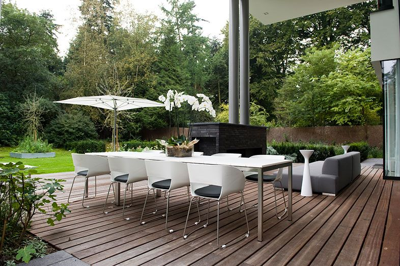 Buytengewoon villatuinen minimalistische tuin met niveaus