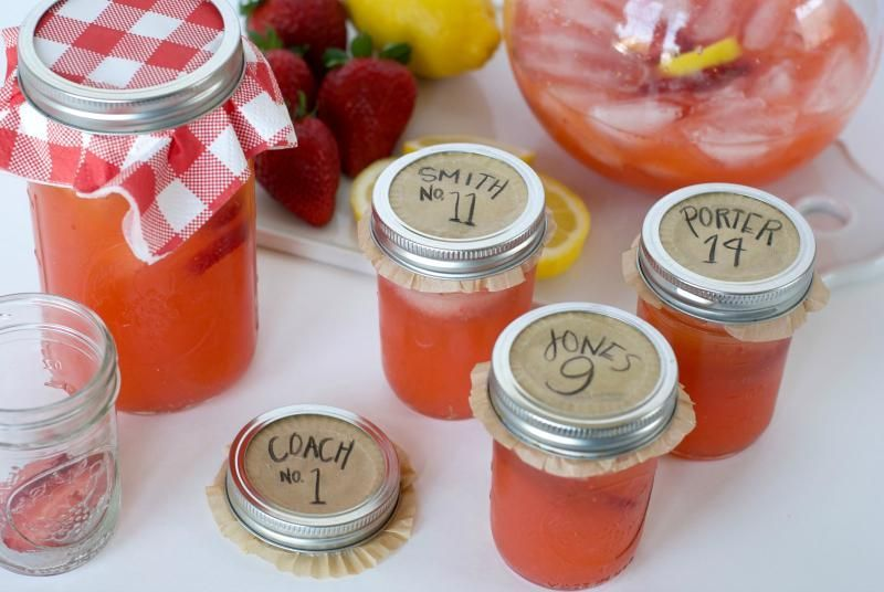 Fresh Strawberry Sparkling Lemonade #sparklinglemonade Click through for the most refreshing fresh strawberry sparkling lemonade recipe to enjoy this season! | strawberry lemonade | SatsumaDesigns.com #lemonade #baseball #sparklinglemonade