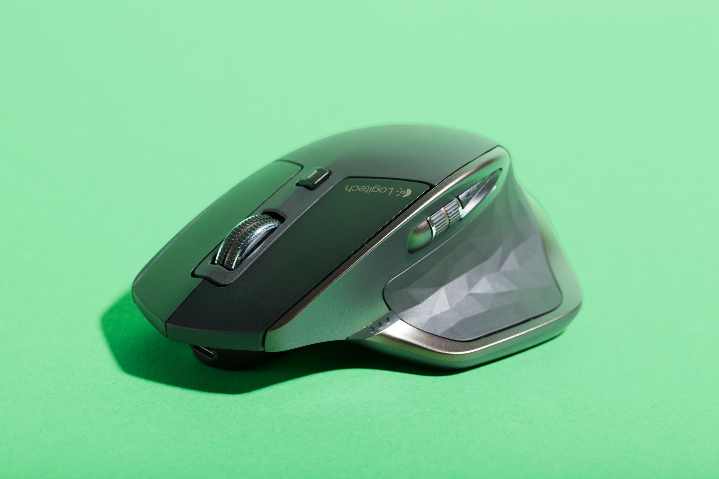 Logitech s New Wireless Mouse Is a Fistful of Awesome