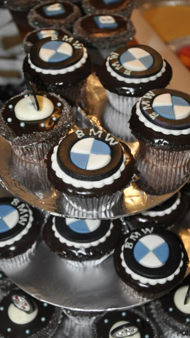 Bmw cupcakes bmw cupcakes pinterest bmw cake and for Mercedes benz cake design