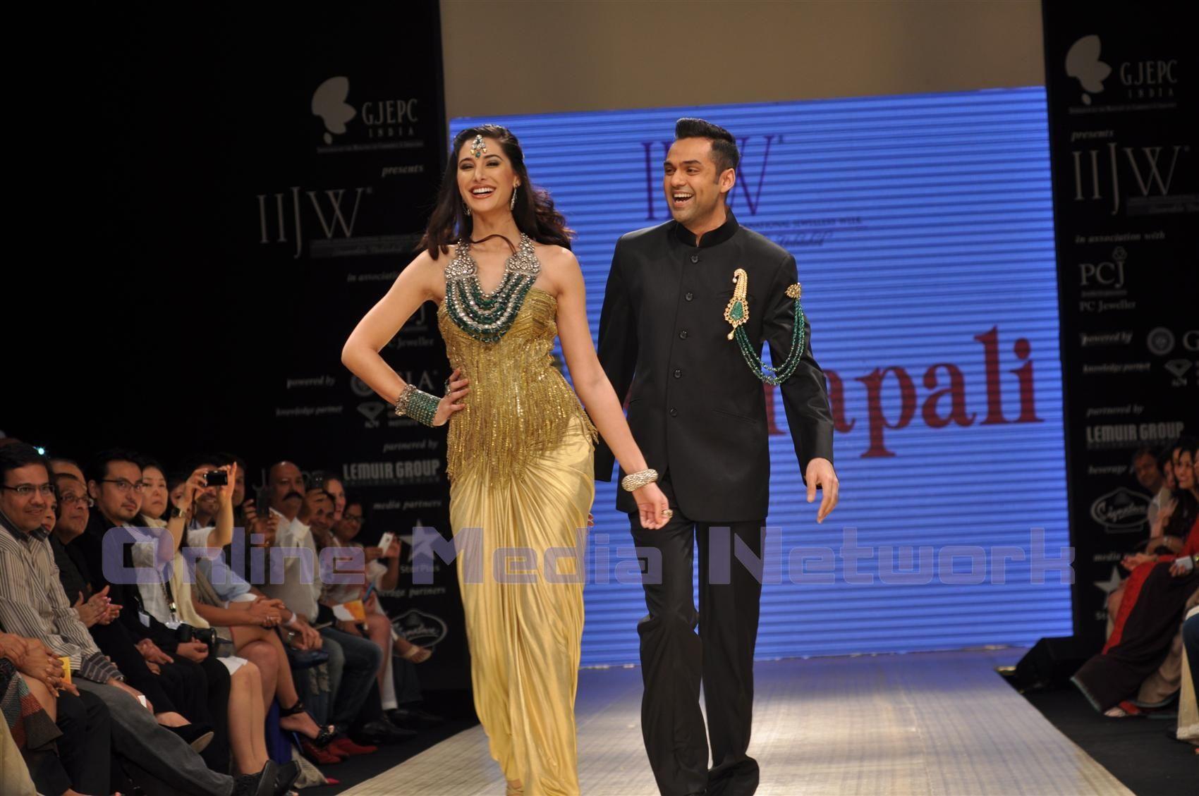 Fashion week Fakhri nargis displays amrapali jewels at iijw for woman
