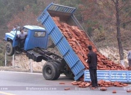 Dump Truck Mishap With Images Funny Accidents Trucks Having